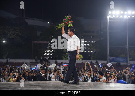 Bangkok, Thailand. 22nd Mar, 2019. Thai Prime Minister Prayuth Chan-ocha of the Palang Pracharat Party delivers a speech to supporters during an election campaign rally in Bangkok. Thai premier and junta leader Prayut is running as a Prime Minister candidate for pro-junta political party Palang Pracharath. Thailand is set to hold a general election on 24 March 2019, the first poll in five years since the May 2014 military coup. Credit: Vichan Poti/Pacific Press/Alamy Live News - Stock Photo