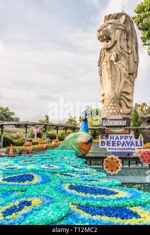 Sentosa Merlion Statue with colourful Deepavali decoration, Sentosa Island, Singapore   Sentosa Merlion Statue mit bunter Deepavali Dekoration, Insel  - Stock Photo