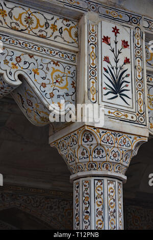 Marble floral column, part of the ornamental entrance to the Diwan-I-Khas (Hall of Private Audiences), Agra Fort, Uttar Pradesh, India, Asia. - Stock Photo