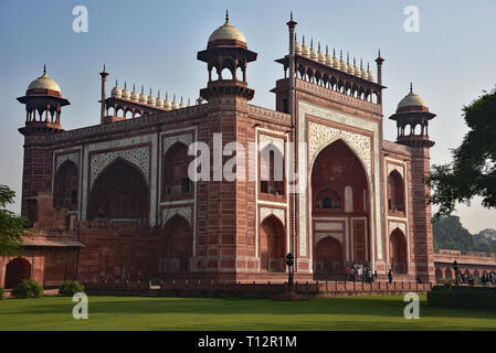 The main gateway (Darwaza-i-rauza) to the Taj Mahal. White marble and precious stones laid into the red sandstone form this 'Great Gate'. Agra, India. - Stock Photo