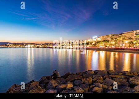 France, Provence-Alpes-Cote d'Azur, Cannes, Boulevard de la Croisette in the evening
