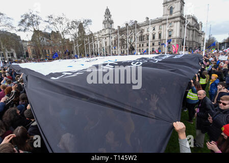 London, UK.  23 March 2019. A huge banner, organised by the group Led by Donkeys, is unfurled and carried overhead by people taking part in a rally in Parliament Square after the 'Put It To The People March', on what was supposed to be six days before the UK was due to leave the EU, before an extension to the departure date was given.  Protesters demand that the public is given a final say on Brexit as support for the Prime Minister's withdrawal plan continues to recede.  Credit: Stephen Chung / Alamy Live News - Stock Photo
