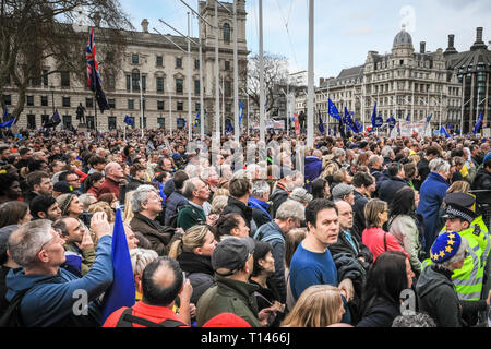 London, UK, 23rd Mar 2019The 'People's Vote March', also referred to as the 'Put it to the People' march at Parliament Square. The march, attended by hundreds of thousands, makes its way through Central London and ends with speeches by supporters and politicians in Parliament Square, Westminster. Credit: Imageplotter/Alamy Live News - Stock Photo