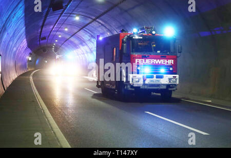 Suhl, Germany. 23rd Mar, 2019. The fire brigade and rescue services come to an exercise in the Berg Bock tunnel of the 71 motorway. During the large-scale exercise with around 600 participants from the fire brigade, rescue service, ambulance and support trains and the police, the rescue, rescue and care of many injured people after a serious traffic accident in the tunnel is practiced. Credit: Bodo Schackow/dpa-Zentralbild/ZB/dpa/Alamy Live News