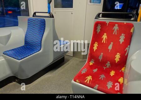 Amsterdam, Behindertenplatz in einer Straßenbahn - Amsterdam, Disabled Seat in Tramway - Stock Photo