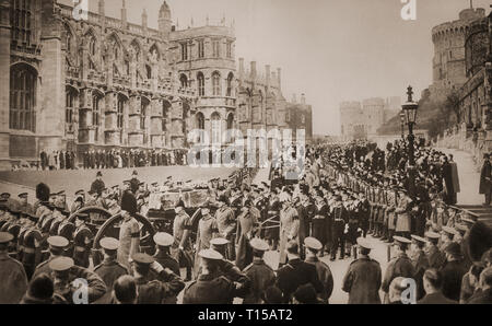 On the 28th January 1936, the remains of King George V, his coffin carried on a gun carriage, and  accompanied  by Kings and members of many European royal families, is brought to Chapel of St George  in Windsor Castle, Berkshire, England. - Stock Photo