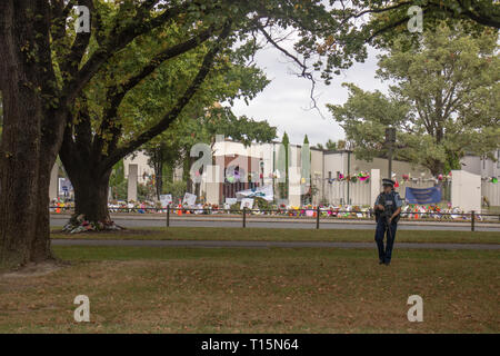 Christchurch, NZ 23rd Mar 2019. An armed policewoman stands outside the Al Noor mosque where floral tributes have been laid in memory of those killed in the terror attack.  Credit: Claire Chambers/Alamy Live News - Stock Photo