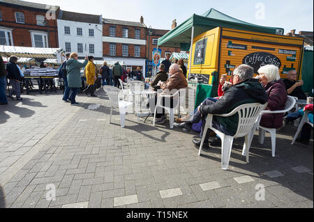 Pavement cafe and street scene, people enjoying food and drinks in the spring sunshine Beverley, Saturday Market, East Yorkshire, March 23rd 2019, England, UK, GB. Credit: Alan Mather/Alamy Live News - Stock Photo