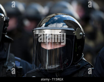 Kyiv, Kyiv Oblast, Ukraine. 23rd Mar, 2019. A Ukrainian police officer in riot gear seen standing guard during the demonstration. Protesters gathered in Maidan Square then marched to the Presidential Administration building to call on President Petro Poroshenko to bring corrupt governmental officials to justice. With the Ukrainian Elections being held at the end of March the political tensions run very high. Credit: Matthew Hatcher/SOPA Images/ZUMA Wire/Alamy Live News - Stock Photo