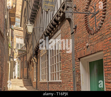 Lady Peckett's Yard, one of the snickleways of York.  Buildings from the 16th Century onward line the footpath and a half-timbered building stands out - Stock Photo