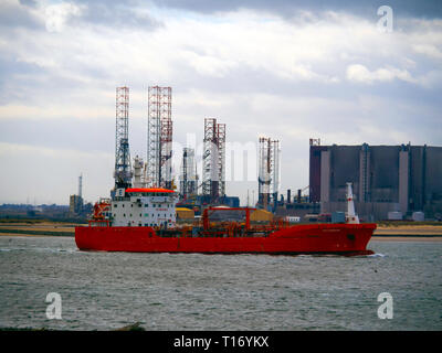 Oil Chemical tanker ELSA ESSBERGER  IMO:9481001, MMSI 255805470 departing from Teesport England UK passing drilling rigs and Hartlepool power station - Stock Photo
