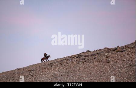 bayan Ulgii, Mongolia, 30th September 2015: kazak eagle hunter with his eagle in the mountains - Stock Photo