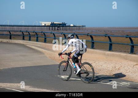 Southport, UK. 24th March, 2019. UK Weather. Sunny warm, spring day at the coast as residents of the town take light exercise on the resort seafront promenade. Credit. MWI/AlamyLiveNews. - Stock Photo