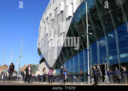 London, UK. 24th Mar 2019.  Fans walk past the Tottenham Hotspur stadium. Tottenham Hotspur u18's  v Southampton u18's , the 1st test event at the new Tottenham Hotspur Stadium in London on Sunday 24th March 2019.  this image may only be used for Editorial purposes. Editorial use only, license required for commercial use. No use in betting, games or a single club/league/player publications . pic by Steffan Bowen Credit: Andrew Orchard sports photography/Alamy Live News - Stock Photo