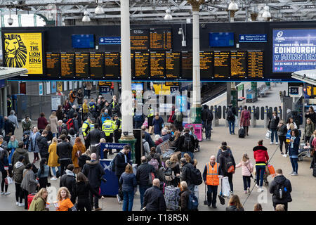 Busy passenger concourse at Waverley Station iN Edinburgh, Scotland, UK - Stock Photo