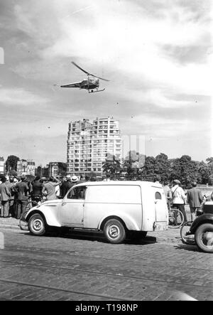 mail, airmail, helicopter, Bell 47 D in the postal service of the Sabena, flight across Liege, 1950, Additional-Rights-Clearance-Info-Not-Available - Stock Photo