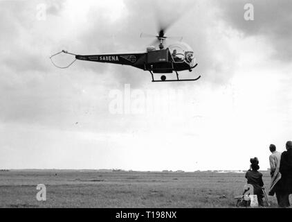 mail, airmail, helicopter Bell 47 D in the postal service of the Sabena, approach on an airfield, Belgium, 1950, Additional-Rights-Clearance-Info-Not-Available - Stock Photo