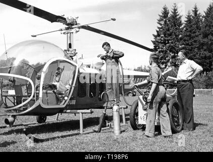 mail, airmail, helicopter Bell 47 D in the postal service of the Sabena, fuelling, Belgium, 1950, Additional-Rights-Clearance-Info-Not-Available - Stock Photo