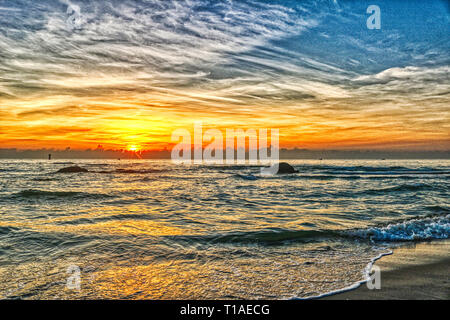This great photo shows the sunrise of Hua Hin in Thailand early morning at sunrise. You can see very well the coast of the gulf of Thailand