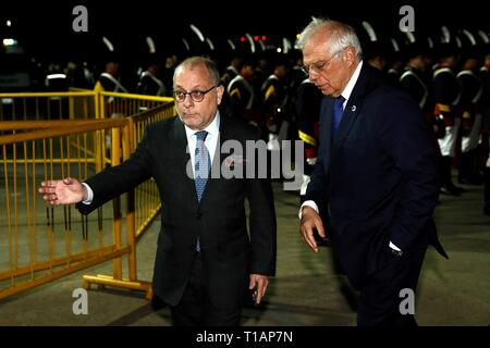 Buenos Aires, Argentina. 24th Mar, 2019. The Minister of Foreign Affairs of Argentina, Jorge Faurie (L), and his Spanish counterpart, Josep Borrel (R), are preparing to receive the kings of Spain Felipe VI and Letizia at the metropolitan airport Jorge Newbery in Buenos Aires, Argentina, 24 March 2019. Credit: EFE News Agency/Alamy Live News - Stock Photo