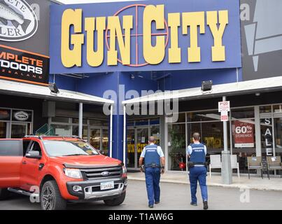 (190325) -- BEIJING, March 25, 2019 (Xinhua) -- Police officers patrol near a gun market named 'Gun City' at suburb area of Christchurch, New Zealand, March 18, 2019. (Xinhua/Guo Lei) - Stock Photo