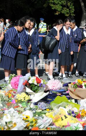 (190325) -- BEIJING, March 25, 2019 (Xinhua) -- Students mourn the victims of the mosques shootings in Christchurch, New Zealand, March 20, 2019. (Xinhua/Lu Huaiqian) - Stock Photo