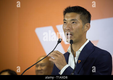 Bangkok, Thailand. 25th Mar, 2019. Future Forward Party leader Thanathorn Juangroongruangkit speaks during a press conference about the result of the Thai general election and a possibility of forming a coalition government with Pheu Thai Party. Credit: Guillaume Payen/SOPA Images/ZUMA Wire/Alamy Live News - Stock Photo