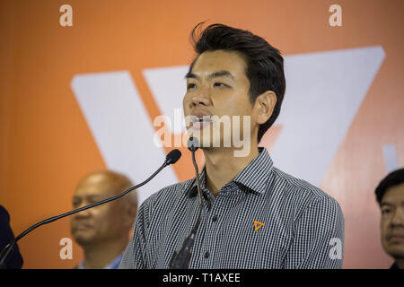 Bangkok, Thailand. 25th Mar, 2019. Future Forward Party secretary-general Piyabutr Saengkanokkul speaks during a press conference about the result of the Thai general election and a possibility of forming a coalition government with Pheu Thai Party. Credit: Guillaume Payen/SOPA Images/ZUMA Wire/Alamy Live News - Stock Photo