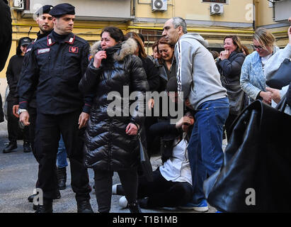 Naples, Italy. 25th Mar 2019. A woman, Stefanina Fragliasso, was found dead in her bound and gagged bed at home. The discovery took place on the third floor of a building in the center of Naples. 25/03/2019, Naples, Italy Credit: Independent Photo Agency Srl/Alamy Live News - Stock Photo