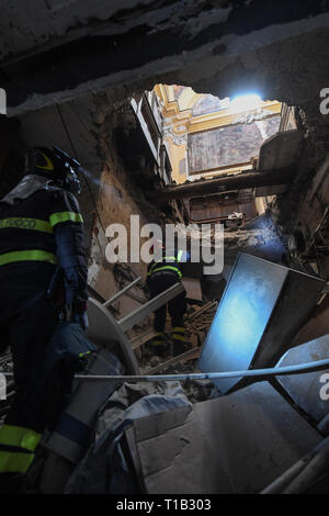 Naples, Italy. 25th Mar 2019. Intense work, with the support of the Fire Brigade, made it possible to recover the remains underlying the plaque dedicated to the co-founder of the monumental complex of the Incurables Maria D'Ayerba. After the collapse occurred at dawn on Sunday 24 March 2019 in the church of Santa Maria del Popolo degli Incurabili (year 1530), the remains had in fact remained among the debris below the large tombstone. 25/03/2019, Naples, Italy Credit: Independent Photo Agency Srl/Alamy Live News - Stock Photo