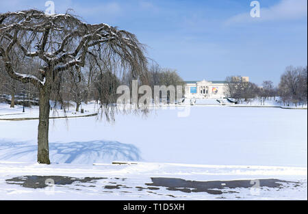 Wade Park and Pond in the University Circle neighborhood of Cleveland, Ohio, USA are covered in January snow in front of the Cleveland Museum of Art. - Stock Photo