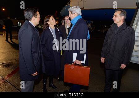 U.S. Secretary of State John Kerry speaks with U.S. Ambassador Pamela Hamamoto, Permanent Representative to the United Nations in Geneva, and U.S. Amb - Stock Photo