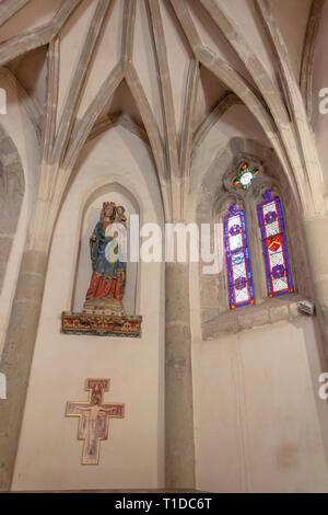 Chapelle Notre Dame de la Santé, Carcasonne, Aude, Occitanie, France. Small chapel situated at the entrance to the Pont Vieux crossing the Aude river - Stock Photo