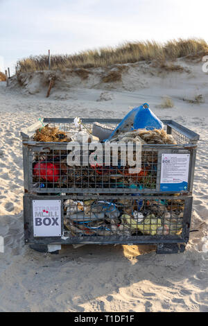 North Sea island Langeoog, Ostfriesland, Lower Saxony, beach, beach garbage box, here beach visitors can dump garbage that they have found on the beac - Stock Photo