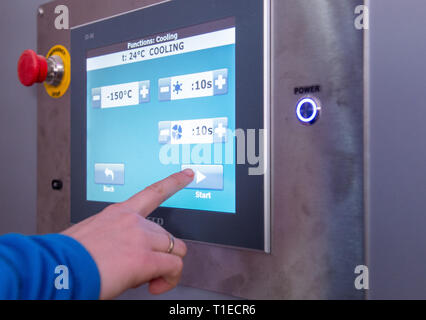 26 February 2019, Hessen, Frankfurt/Main: Renate Süssenguth, head of the refrigeration club Frankfurt, starts a training at the refrigeration chamber on a touch display. The applications with extreme cold should trigger according to data of the offerers the so-called Afterburn effect, which increases the body-own calorie burn and is to help with removing. But the immune system is also to be strengthened and the rehabilitation phases, for example after operations, shortened. (to dpa 'From Cold Club to Hot Yoga - Business with Weight Loss Promise hums' from 26.03.2019) Photo: Silas Stein/dpa - Stock Photo