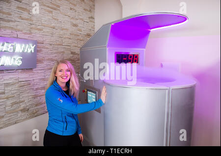 26 February 2019, Hessen, Frankfurt/Main: Renate Süssenguth, head of the refrigeration club in Frankfurt, stands next to the refrigeration chamber. The applications with extreme cold should trigger according to data of the offerers the so-called Afterburn effect, which increases the body-own calorie burn and is to help with removing. But the immune system is also to be strengthened and the rehabilitation phases, for example after operations, shortened. (to dpa 'From Cold Club to Hot Yoga - Business with Weight Loss Promise hums' from 26.03.2019) Photo: Silas Stein/dpa - Stock Photo