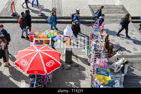Brighton, UK. 26th Mar, 2019. Visitors enjoy a stroll along Brighton seafront on a lovely sunny day as the weather is forecast to be warm and sunny throughout Britain over the next few days Credit: Simon Dack/Alamy Live News - Stock Photo