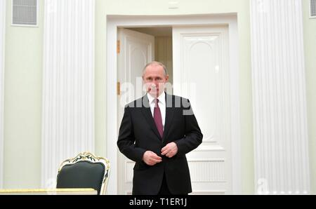 Russian President Vladimir Putin waits to greet Lebanese President Michel Aoun for a bilateral meeting at the Kremlin March 26, 2019 in Moscow, Russia. - Stock Photo