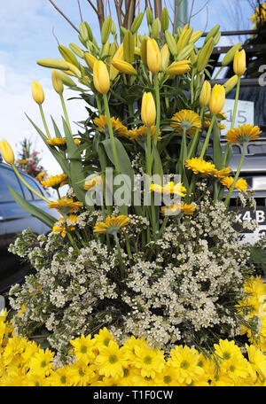 Floristic decoration with yellow lilies and gerberas - Stock Photo