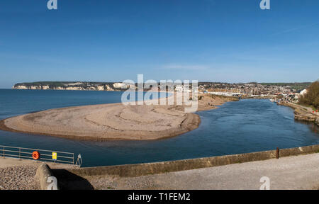 View across to Seaton over the river Axe as it reaches the sea between Axmouth and Seaton. - Stock Photo