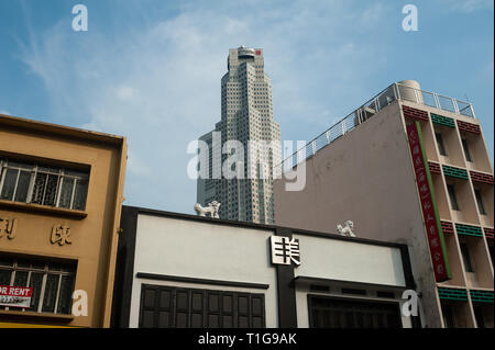 08.03.2019, Singapore, Singapore, Singapore - Old buildings along the South Bridge Road with a modern skyscraper in the background. 0SL190308D002CAROE - Stock Photo