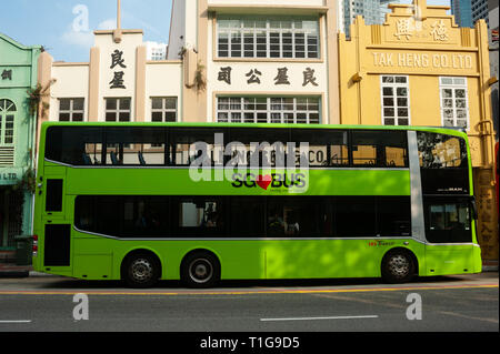 08.03.2019, Singapore, Singapore, Singapore - A city bus stops at a bus stop on South Bridge Road in the centre of the city. 0SL190308D008CAROEX.JPG [ - Stock Photo