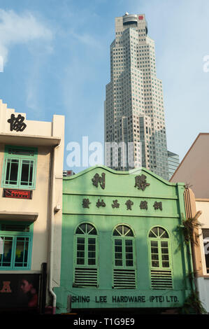 08.03.2019, Singapore, Singapore, Singapore - Old buildings along the South Bridge Road with a modern skyscraper in the background. 0SL190308D014CAROE - Stock Photo