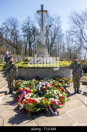Guard of honour for the 50 airmen killed in the great escape from Stalag 3 on the 75th anniversary at the war cemetery at Poznan Poland - Stock Photo