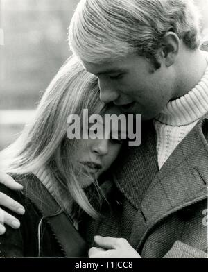 people, couples, lovers / romanticism, couple embracing each other, 1970s, Additional-Rights-Clearance-Info-Not-Available - Stock Photo
