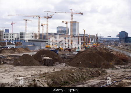 Berlin, Germany. 25th Mar, 2019. The construction site of the railway behind the main station. Among other things, the new construction of the S-Bahn line S21 to the north is taking place here. This will also connect the Westhafen and Wedding S-Bahn stations to the main station. Three railway bridges and a 700 metre long tunnel will be built for this purpose. Credit: Soeren Stache/dpa-Zentralbild/ZB/dpa/Alamy Live News - Stock Photo