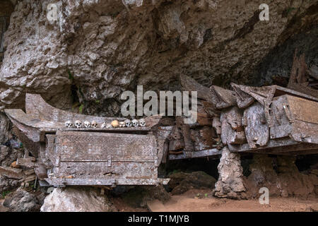 Hanging coffins in the Londa caves, Toraja, Indonesia - Stock Photo