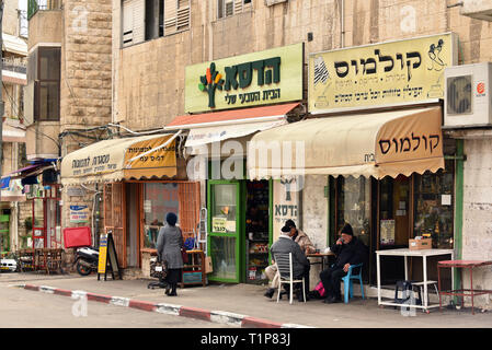 Small stores and coffeehouse in Beit Ya'akov Street a side street from Jaffa Street - Stock Photo