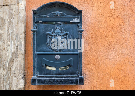Vintage metal postbox on the old wall. Syracuse, Ortigia, Sicily, Italy - Stock Photo