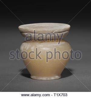 Kohl Jar with Lid, 1980-1801 BC. Egypt, Middle Kingdom, Dynasty 12. Travertine; diameter: 3.9 cm (1 9/16 in.); diameter of mouth: 1.4 cm (9/16 in.); overall: 4.2 cm (1 5/8 in.). - Stock Photo